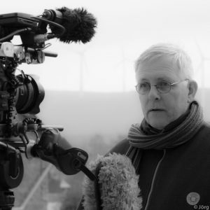 Portrait des Filmemachers Jörg Rehmann mit Kamera